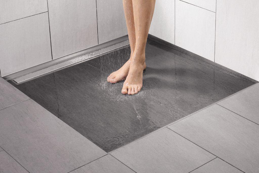Un bagno senza barriere architettoniche comodo e bello da - Piatto doccia piastrellabile ...